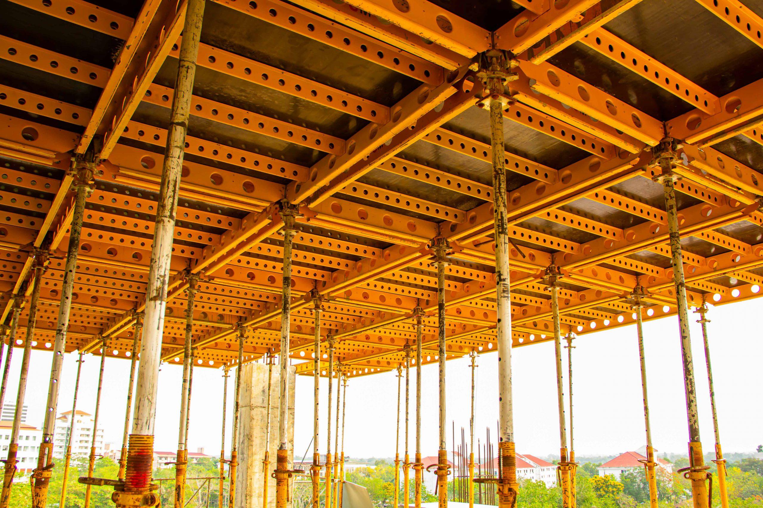 Systemy szalunkowe na placu budowy